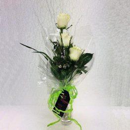 3 rosas blancas